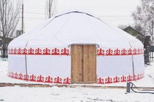 «Войлочная юрта из дубового каркаса» диаметром 6 м, производитель: «Юрты Башкирии» (Россия)
