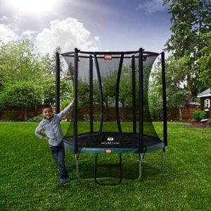 Батут натяжной «Berg Talent Comfort 180» в саду