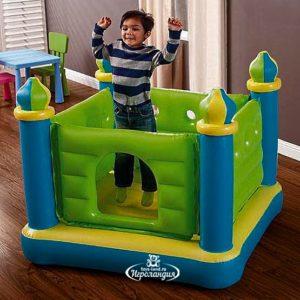 Желто-зелено-голубой детский батут «Интекс Замок Прыгуна» из ПВХ