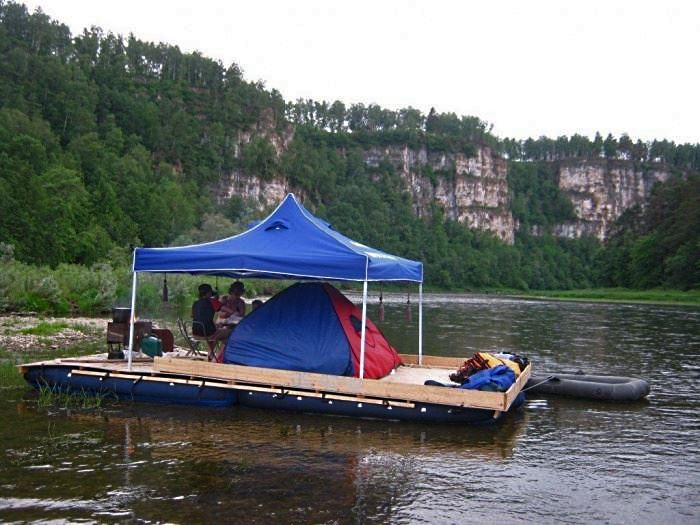 Катамаран с шатром и палаткой и увеличенной платформой из дополнительных панелей