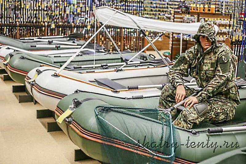Лодка с надувным дном и раскладывающимся тентом для защиты от солнца и дождя