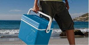 Голубая сумка холодильник «CampingazExtreme 32L» на море