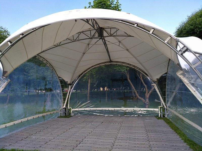 Арочный шатер 6х6 с прозрачными стенками вид внутри