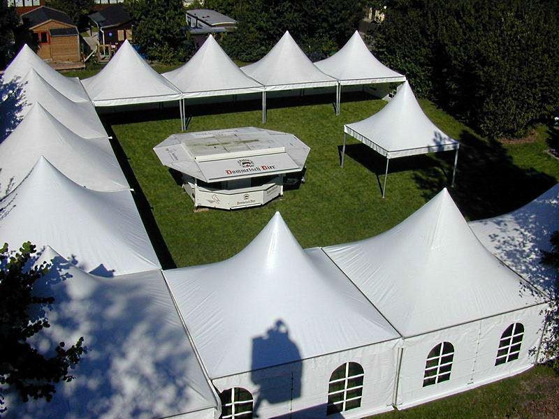 Дизайнерское решение ланшавта используя шатры Пагода