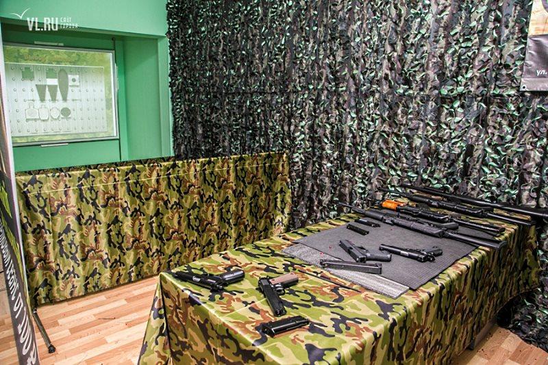 Интерактивный тир с автоматами и пистолетами