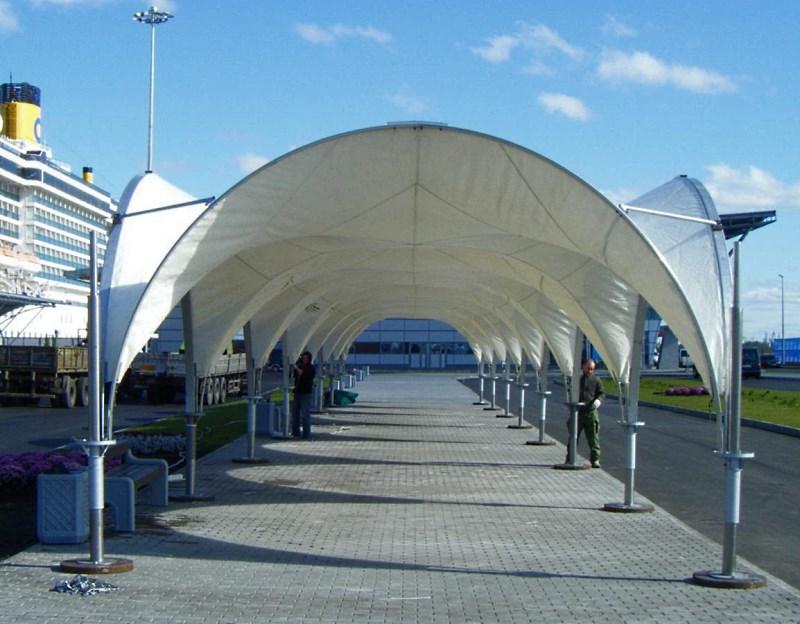 Комплекс из 6 арочных шатров соединенных между собой по стенке в ряд и образующих галерею