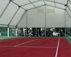 корт теннисный под шатром