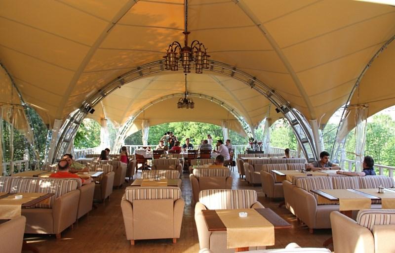 летнее кафе в арочном шатре
