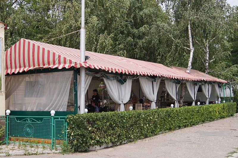 Летнее кафе в шатре -один из самых популярных видов бизнеса