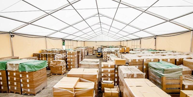 Логистический склад в большом классическом шатре