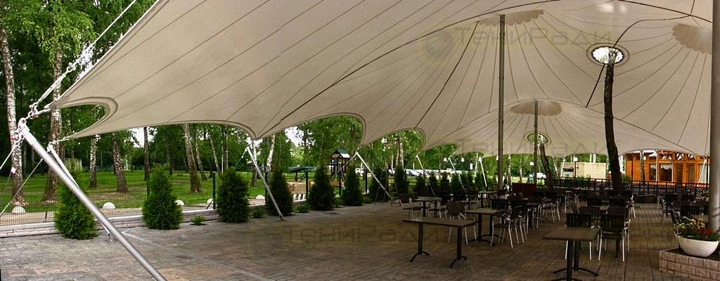 Мембранный шатер по индивидуальному эскизу с включением в конструкцию растущих на площадке деревьев