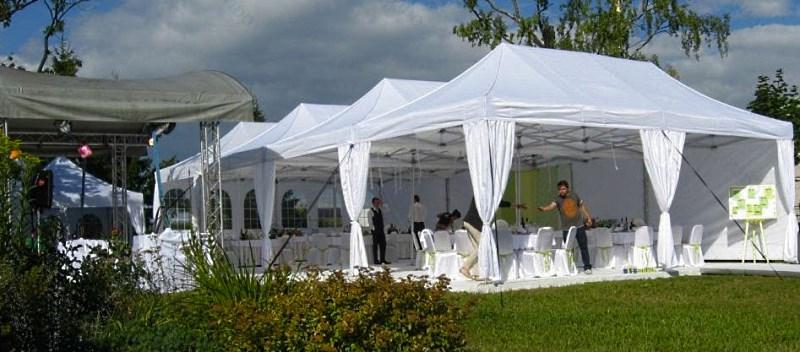 Уличное кафе в 4 мобильных шатрах 4х8 соединенных по стенке 8 м
