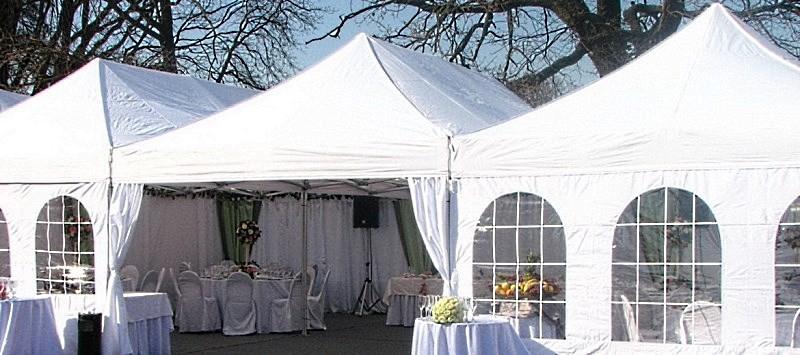 Мобильные шатры 4х8 соединенные между собой для проведения мероприятия на 100 человек