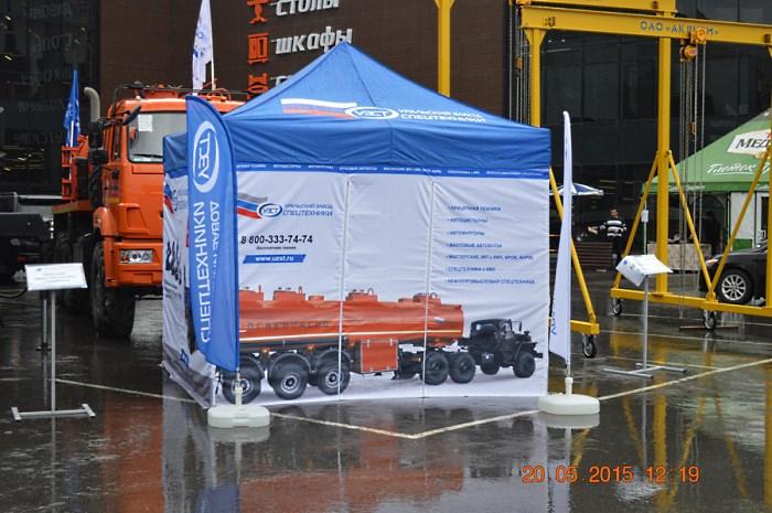 Полезная информация о продукции или компании нанесенная на боковые стенки шатра