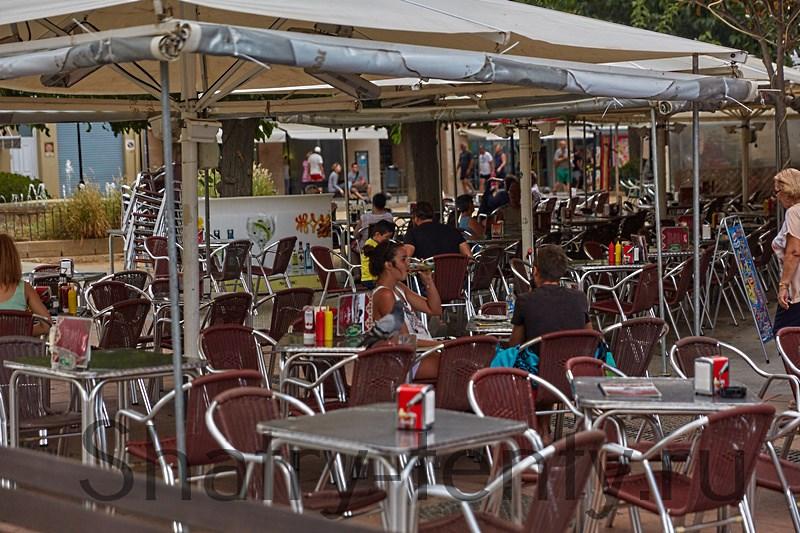 Небольшое кафе в парковой зоне