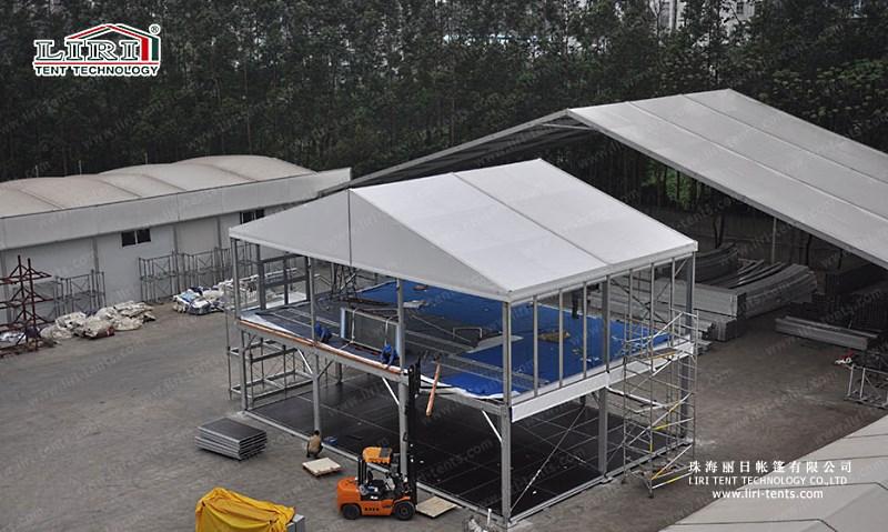 Небольшой двухэтажный открытый шатер для склада