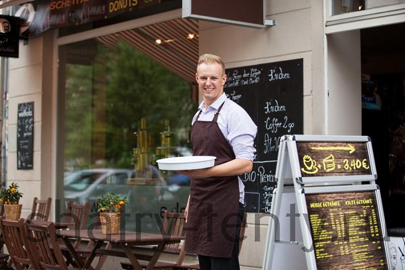 Для оригинального оформления кафе обратитесь к дизайнеру - это позволит создать индивидуальный образ вашего заведения