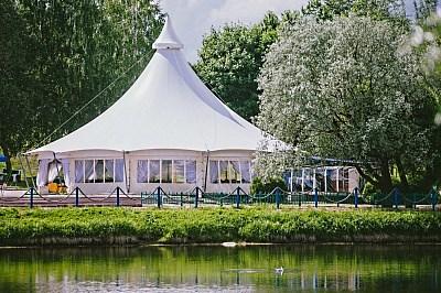 Ресторан из Пагода 10х10 в парке у пруда