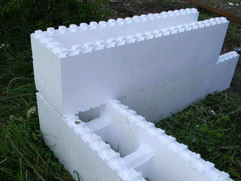 Пустотелый пенопластовый блок стандартного размера: 95*25*25 см
