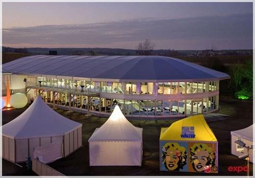 Развлекательный центр в большом двухэтажном шатре
