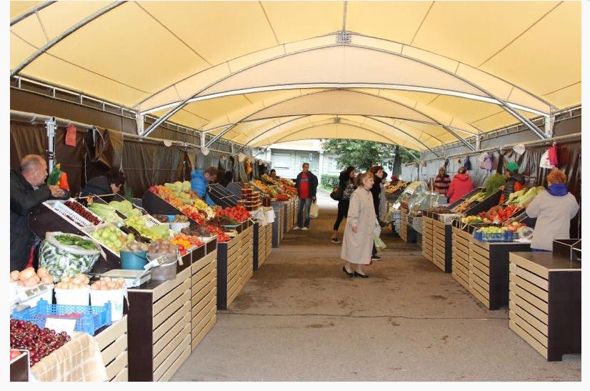 Рыночный ряд под модульными шатрами