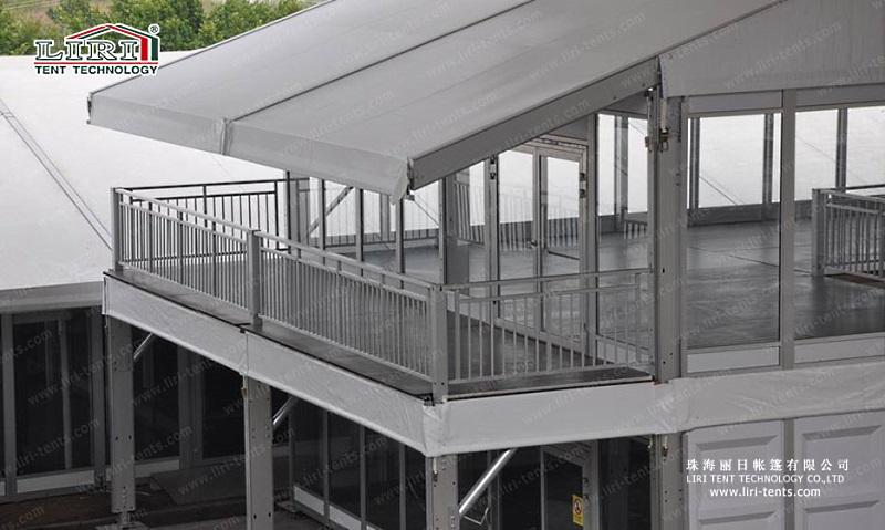 Двухэтажный шатер с пристроенным балконом