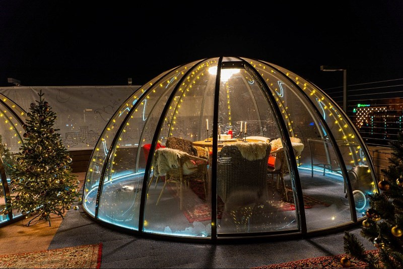 Небольшой шатер сфера с тентом из прозрачной пленки пвх