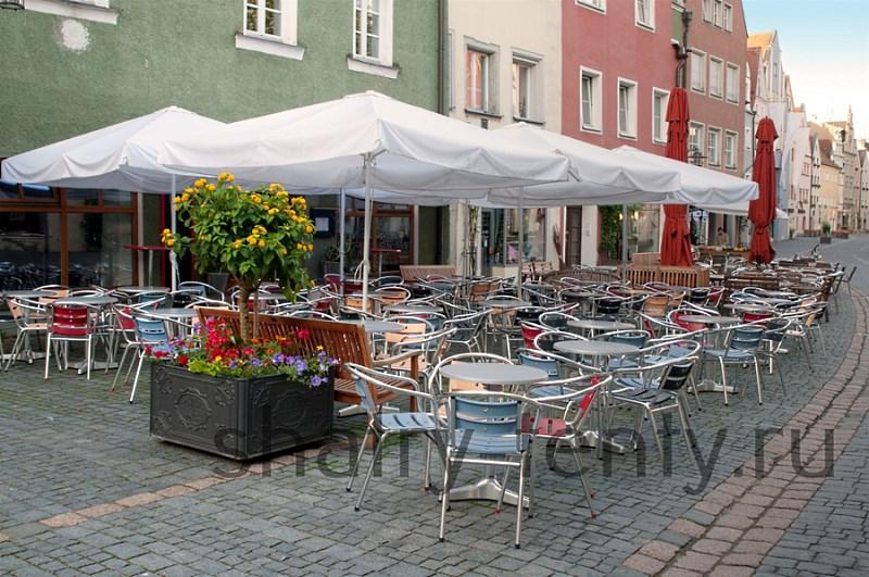 Складной зонт на прямой разборной основе для уличного кафе