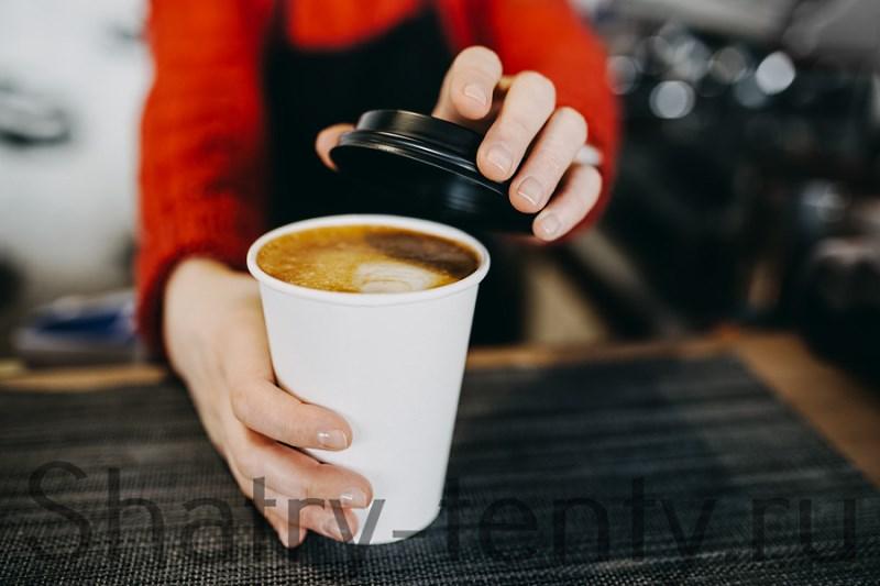 Стаканчик кофе на вынос с дисконтом