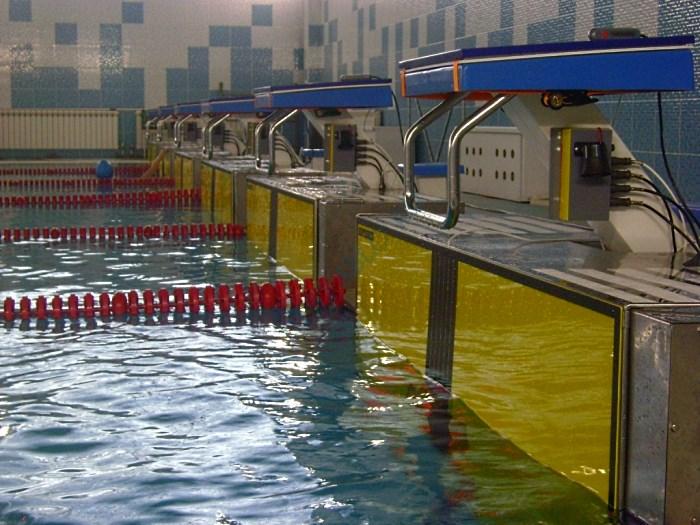 Стартовая площадки спортивного бассейна