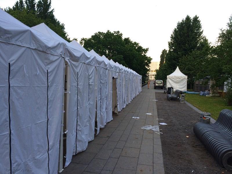 Торговый ряд из прямоугольных шатров-павильонов 2х2м