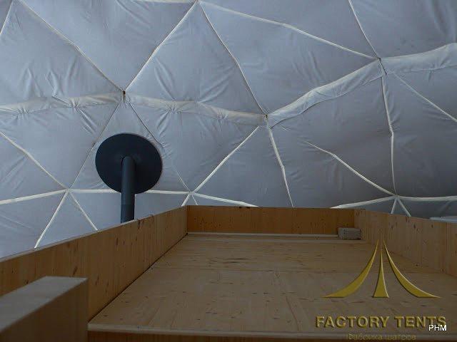 Туалетный модуль размещенный в сферическом шатре доме вид сверху
