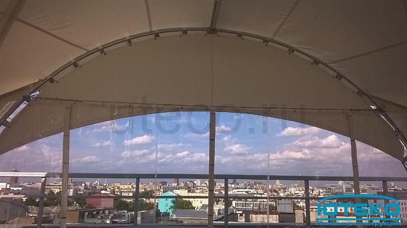 Вид на город из арочного шатра установленного на крыше